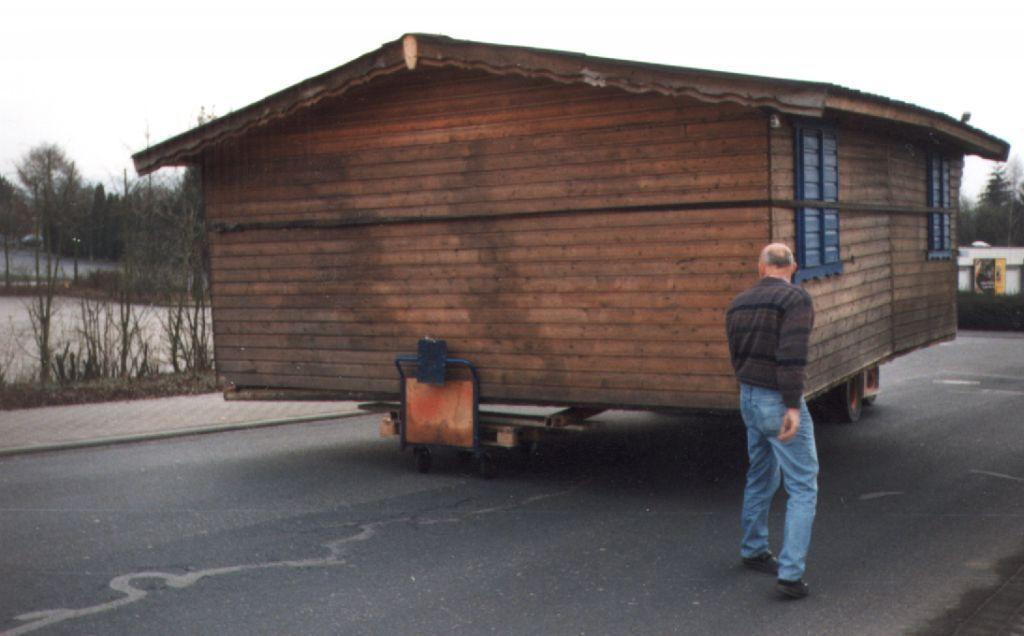 Umzug 1 - Hütte auf 8 Rädern